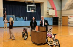 Supt. Dr. Thacker talks to Madison students on the 1st Day of School